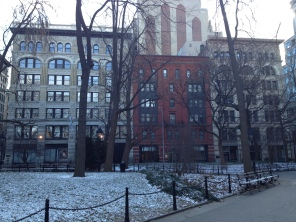 The neighborhood surrounding the square became one of the city's most desirable residential areas in the 1830s.
